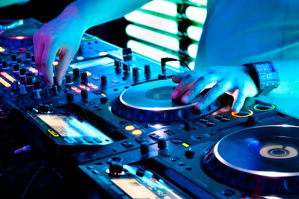 6-questions-you-need-to-ask-your-wedding-DJ
